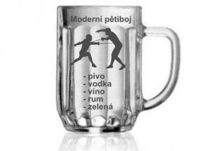 pohár s šermem pro vítěze moderního pětiboje