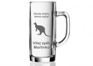 pivní sklenice s vybroušeným klokanem - vzpomínka na Austrálii