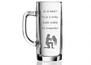 sklenice s vtipnou hláškou - dárek pro kamaráda