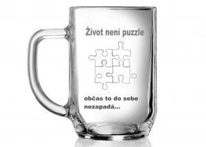 sklenice s motivem puzzle jako dar k oznámení