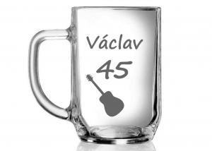 pískovaná sklenice pro muže k 45. narozeninám s hudebním motivem