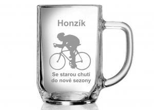 dar pro cyklistu - sklenice s motivem kola a cyklisty