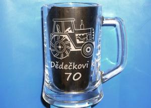 dárky k 70 - sklenice s traktorem k dědečkovým sedmdesátým narozeninám, sedmdesátinám