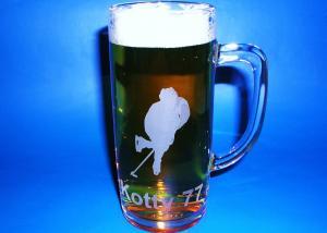 dar pro hokejistu - sklenice na pivo s hokejovým motivem