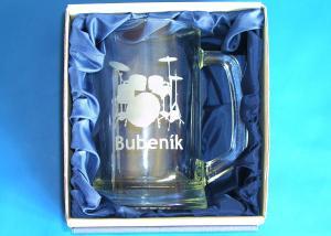 sklenička na pivo v dárkovém balení - dárek pro bubeníka s obrázkem bubnů