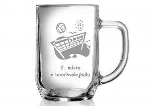 Půllitrová sklenice jako pohár pro beachvolejbalový turnaj